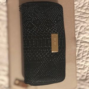 BCBG zip wallet